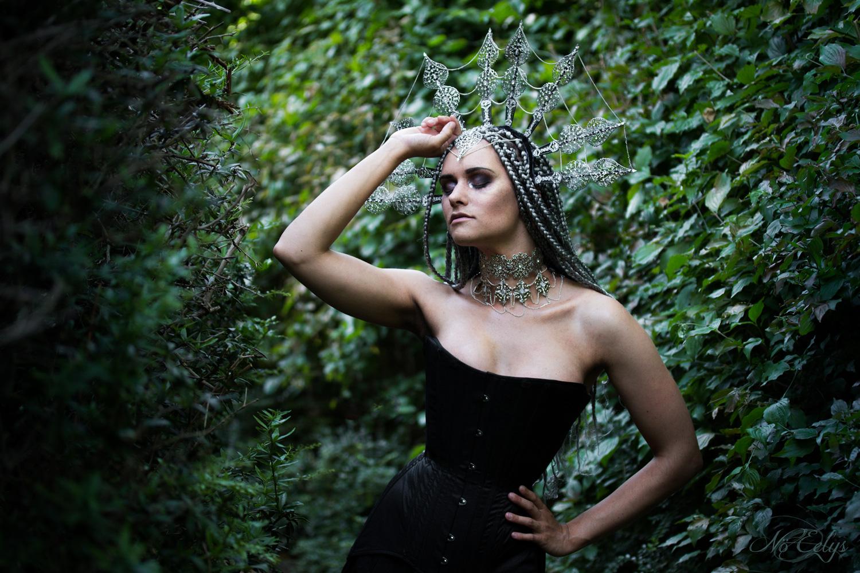 Dame Akasha, modèle alternative goth paris, maquillage par Mad Makeup, tenue Laurine Petito, photo par Nö Eelys