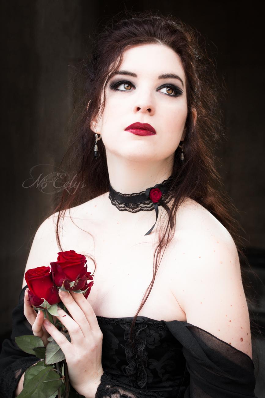 Portrait gothique romantique rose rouge, Aria Aslinn Modèle, Nö Eelys Photo