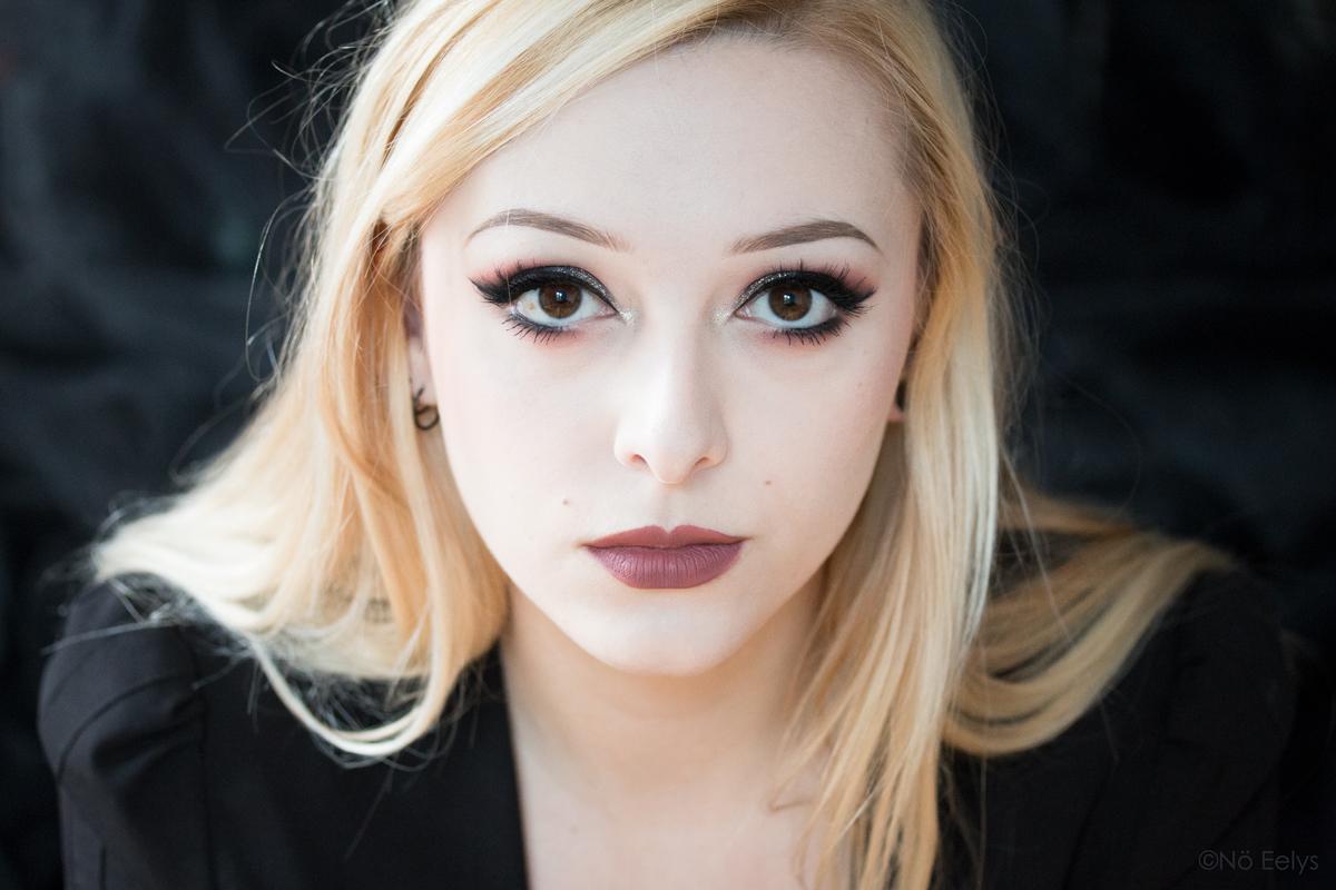 Autoportrait Nö Eelys, photographe et modèle alternative - Maquillage par Le Boudoir de Nö