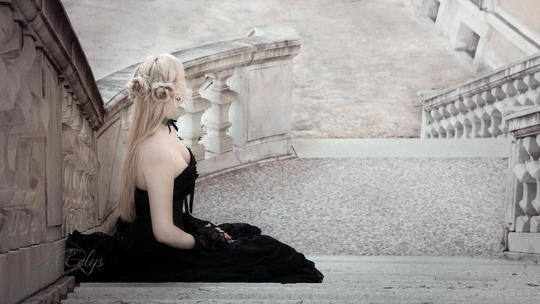 Nö Eelys par Findelë's Secrets, modèle gothique romantique dans un chateau