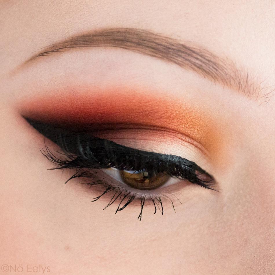 Maquillage gothique avec la palette Orb of Light de Black Moon Cosmetics
