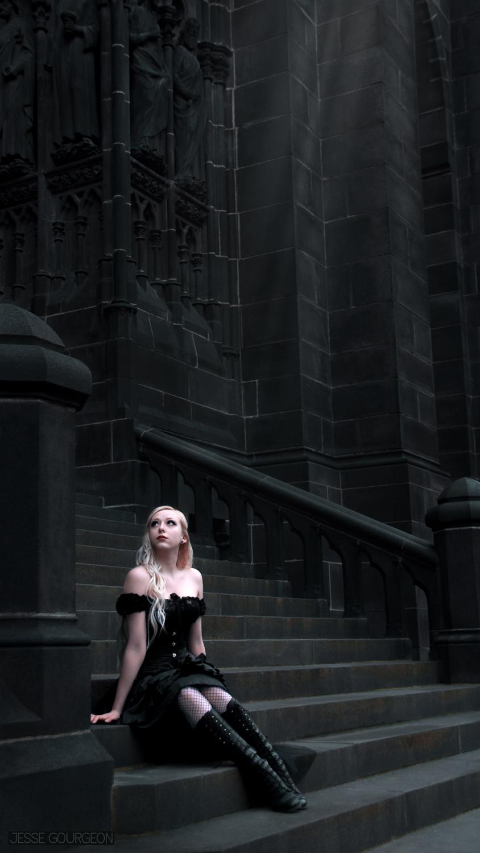Nö Eelys par Jesse Gourgeon, modèle alternative gothique romantique, cathédrale de Clermont-Ferrand
