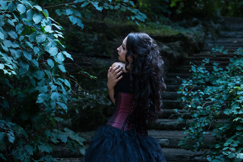 Portrait de Galadriel modèle alternative gothique et fantasy par Nö Eelys Photo, coiffée par Findelë's Secrets et maquillée par Nö Eelys (Le Boudoir de Nö)