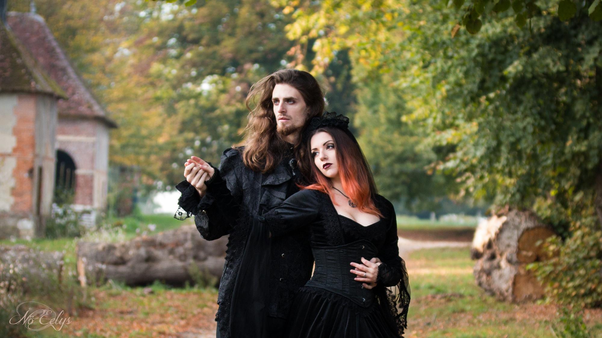 Photo de Mariage Gothique Ebeyne Moonlight Modèle alternative gothique romantique et Yorgane Digore, photo par No Eelys, photographe alternative France