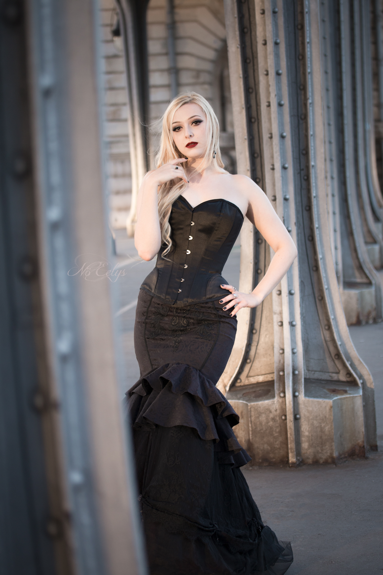 Shooting Gothique romantique moderne pont Bir Hakeim Paris, modele alternative No Eelys