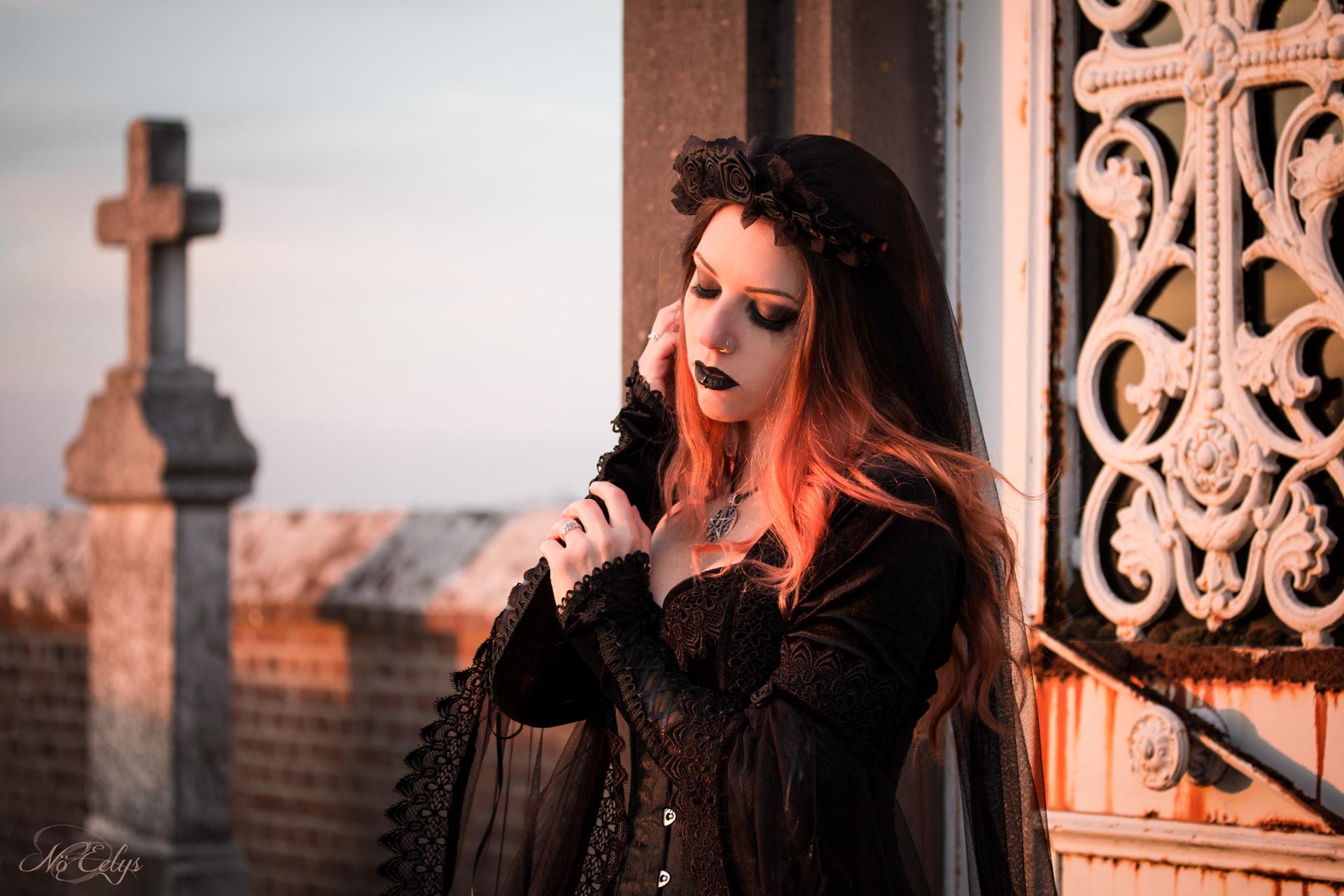 Portrait gothique romantique deuil cimetière Ebeyne Moonlight Japan Attitude photographe alternatif Paris Nö Eelys